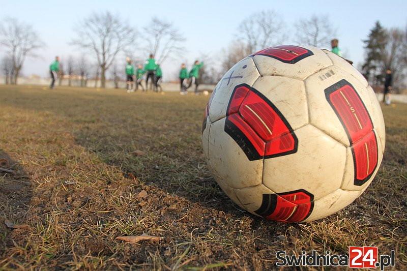 Efektowna gra i korzystne rezultaty piłkarzy Stali