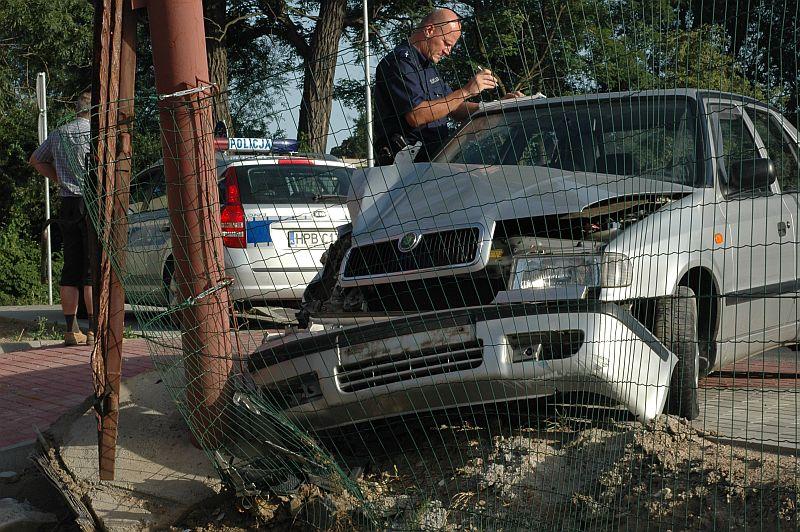 Pijany staranował bramę [FOTO]