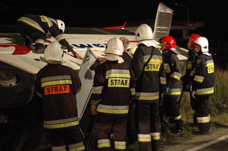 Autobus w rowie. 9 rannych [FOTO]