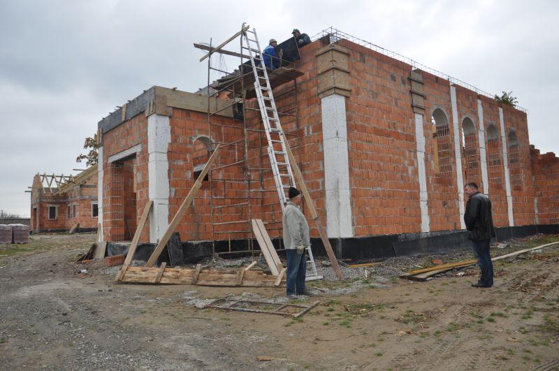 Mieszkańcy budują kościół
