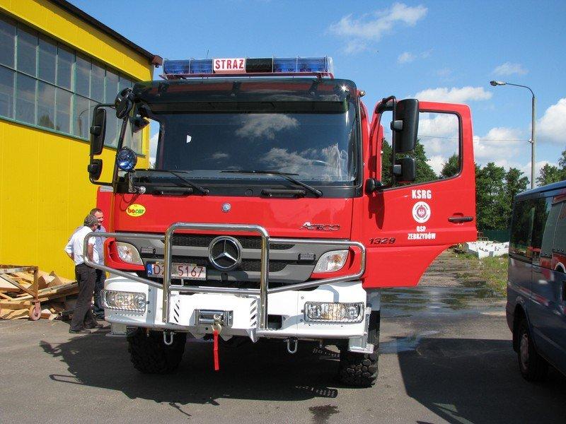 Strażacy z Zebrzydowa z nowym wozem