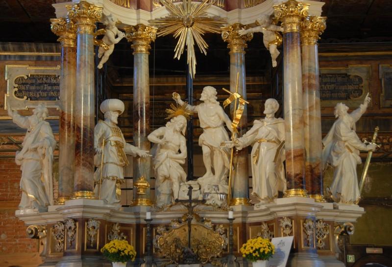 ołtarz po renowacji