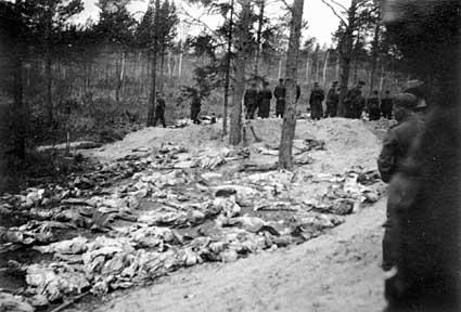 Zbrodnia katyńska, ekshumacja masowych grobów rok 1943 fot. wikipedia