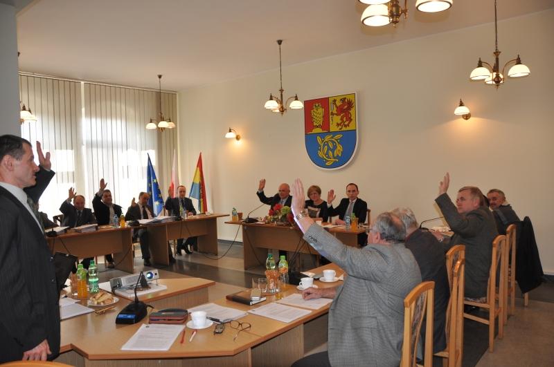 Głosowanie radnych RG Świdnica nad przystąpieniem do współpracy partnerskiej w gminą Żukowo