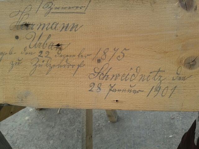 deska z budynku ul. Of.Oświęcimskich 3-5