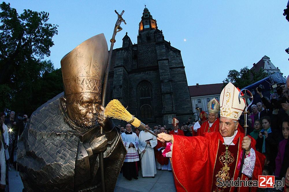 Odsłonięcie pomnika św. Jana Pawła II w Świdnicy (19)