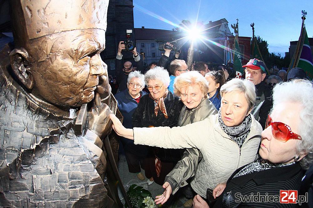 Odsłonięcie pomnika św. Jana Pawła II w Świdnicy (20)
