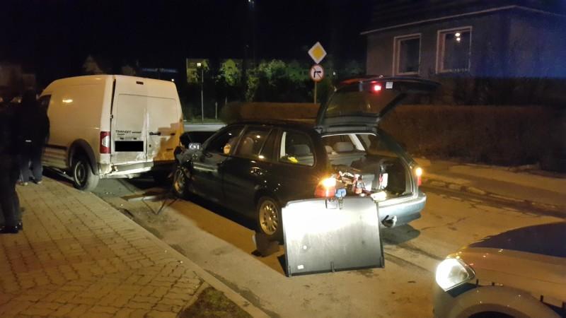 Pijany kierowca staranował samochody [FOTO]