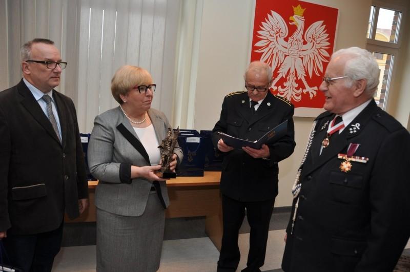Po prawej Anatol Miroszniczenko z OSP Witoszów Dolny, ponad 60 lat w OSP w tym 35 lat jako prezes OSP Witoszów Dolny
