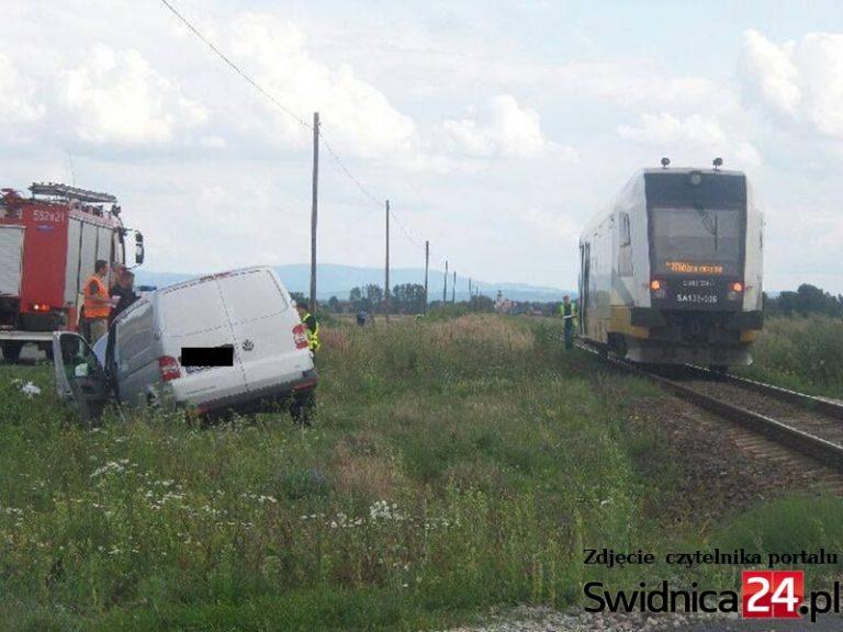 Wypadek na niestrzeżonym przejeździe kolejowym [FOTO]