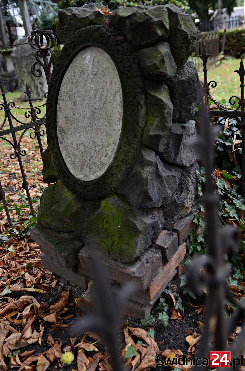 cmentarz-przy-kosciele-pokoju-5