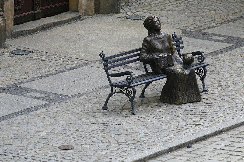laweczka-marii-kunic