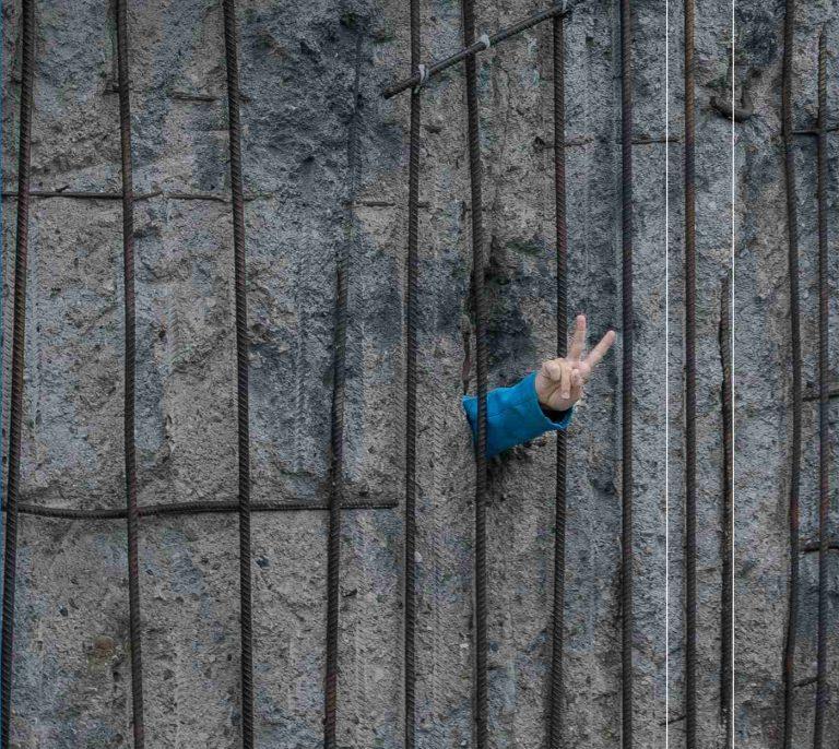 Czytelnia: Mur. 12 kawałków o Berlinie