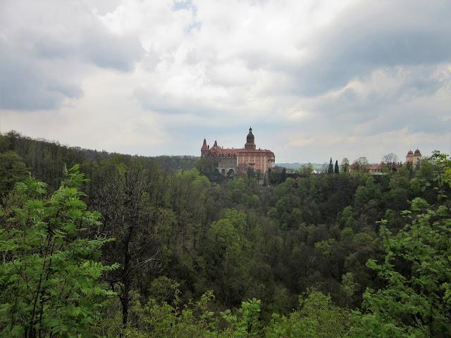 Małki w podróży: Zamek Książ