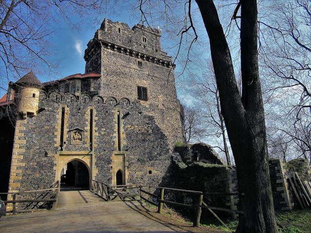 Małki w podróży: Zamek Grodziec