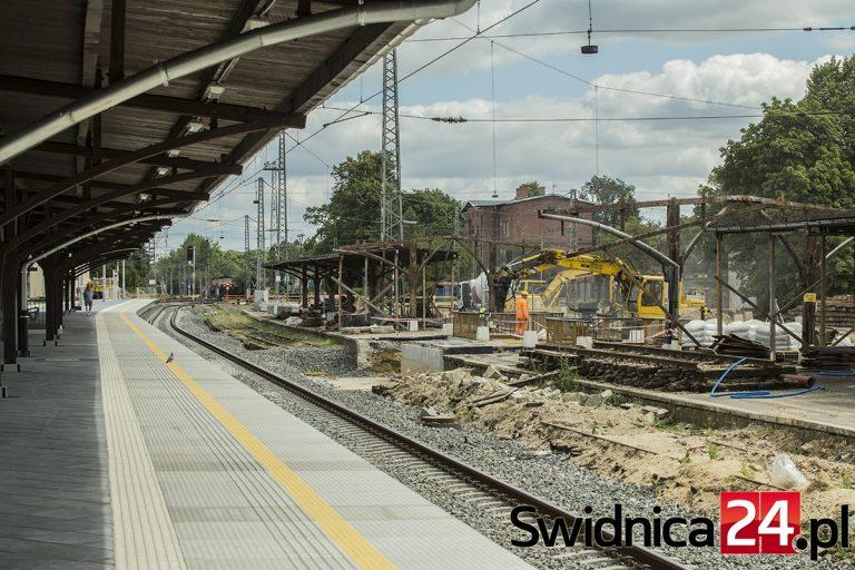 Stacja w Jaworzynie Śląskiej zmienia się nie do poznania [FOTO]