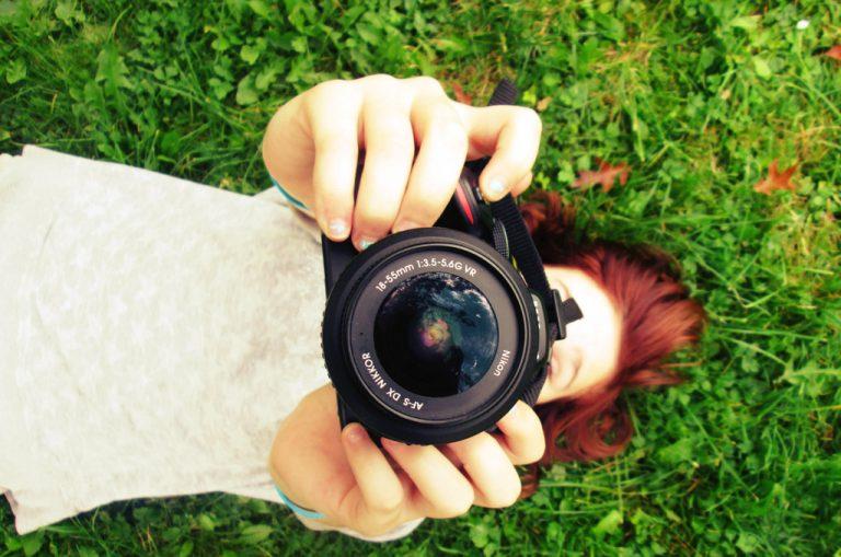 Okiem prawnika: Czy wolno dowolnie wykorzystywać zdjęcia? Jakie prawa ma osoba fotografowana?