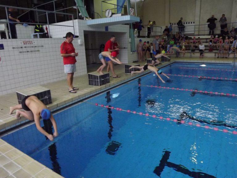 Dominacja pływaków z SP 4 [FOTO]