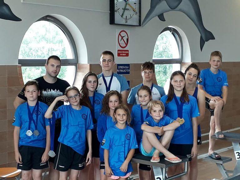 Kolejne medale i życiówki pływaków Neptuna