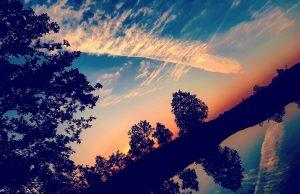 Zachód słońca nad stawem w Gogołowie, fot. Łukasz Balant