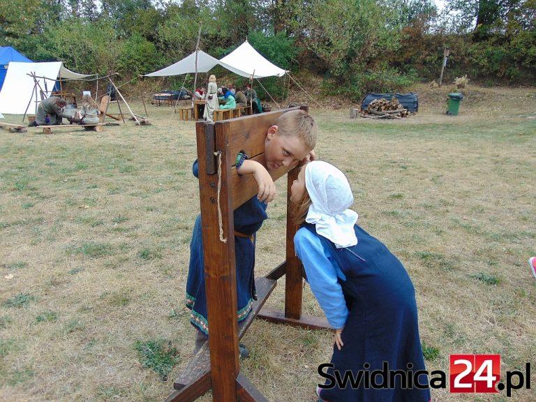 Średniowieczne zmagania i zabawy w Nowicach [FOTO]