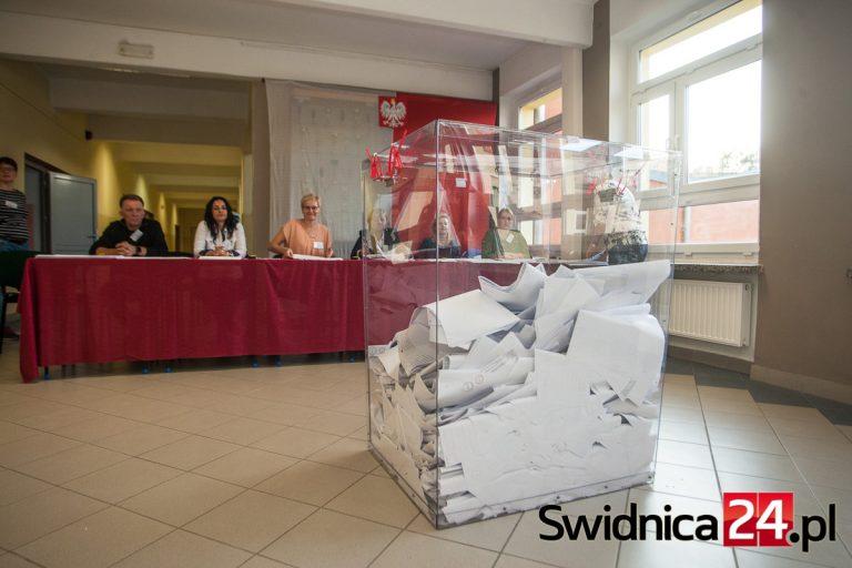 Wybory korespondencyjne. Poczta Polska domaga się spisu wyborców, samorządowcy wskazują na brak podstawy prawnej