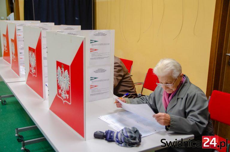 Wybory prezydenckie 2020. Jak zagłosować korespondencyjnie lub poza miejscem stałego zamieszkania?