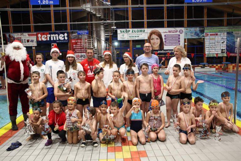 Pływackie mikołajki Rekina Świebodzice [FOTO]