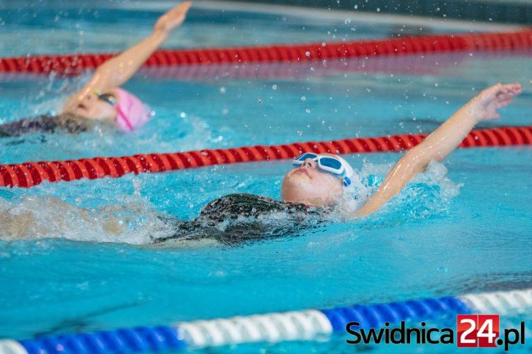Uzdolnieni pływacy opanują świebodzicką pływalnię