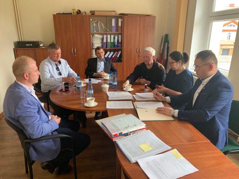 Podpisali umowę na budowę świetlic w Strzelcach i Tworzyjanowie