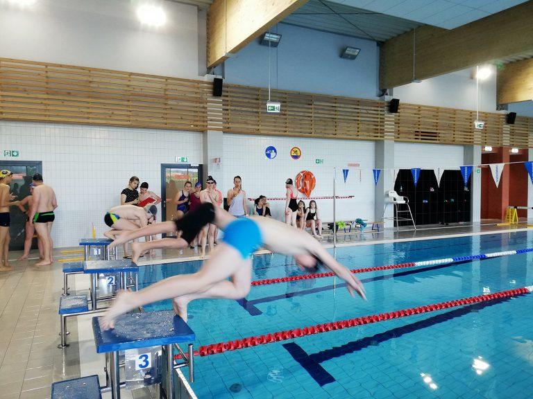Pierwsze oficjalne mistrzostwa pływackie w gminie Świdnica