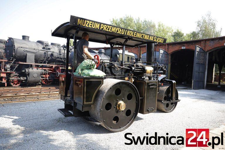 Muzeum Kolejnictwa znów zasnują kłęby pary i dymu. Weekend z niemal 100-letnim zabytkowym walcem