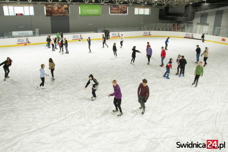 To był rekordowy sezon na świdnickim lodowisku!