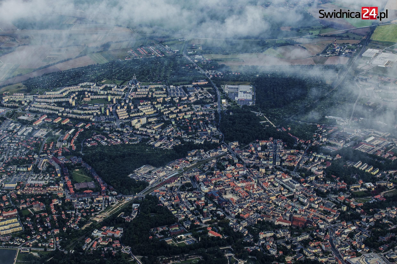 Świdnica z zielonymi parkami. Fot. Dariusz Nowaczyński