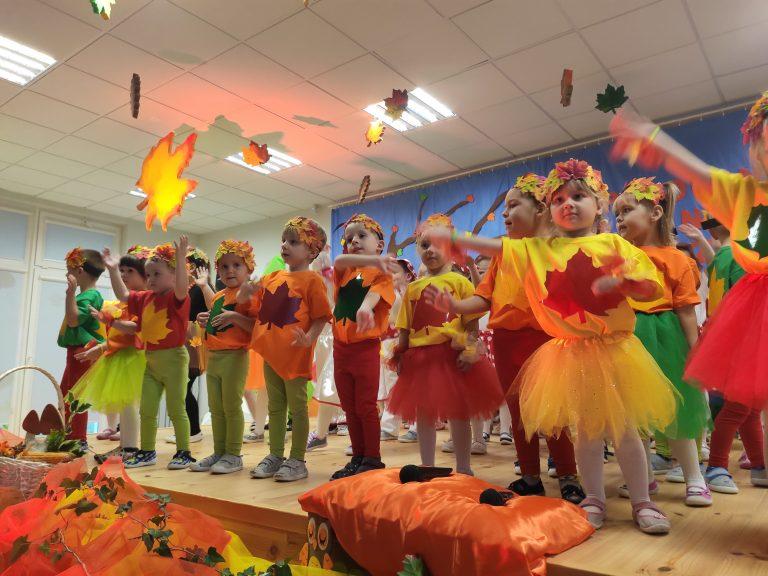 Jesienny koncert i pasowanie w marcinowickim przedszkolu [FOTO]