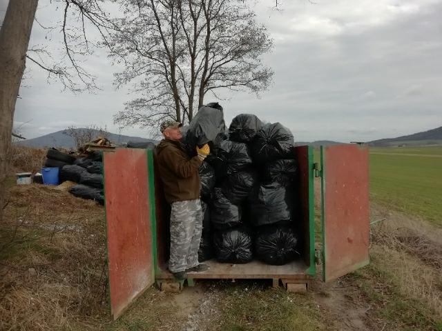 """Usunął tony śmieci. """"I ekolog gminy Świdnica"""" ponownie doceniony [FOTO]"""
