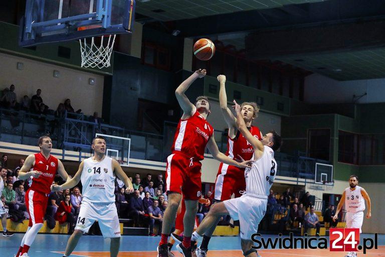 Fantastyczne emocje i zwroty akcji w starciu biało-zielonych koszykarzy! [FOTO]