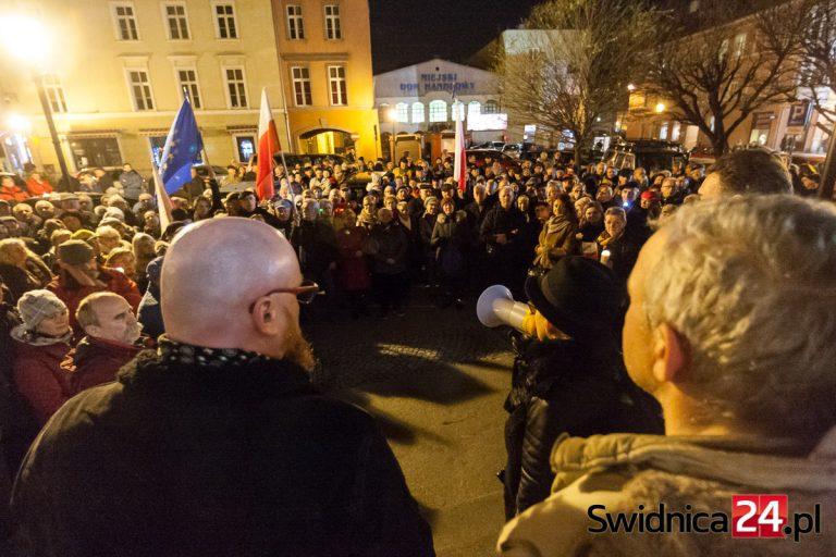 """""""Dziś sędziowie – jutro Ty"""". Protest w obronie sędziów w Świdnicy [FOTO/VIDEO]"""