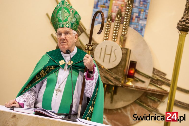 """Biskup senior ponownie zabrał głos w sprawie aborcji. O """"duchowej ślepocie"""" podczas mszy w intencji górników"""