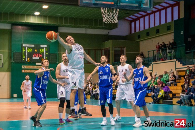 Świdniccy koszykarze zdeklasowali ekipę z Ziębic! [FOTO]