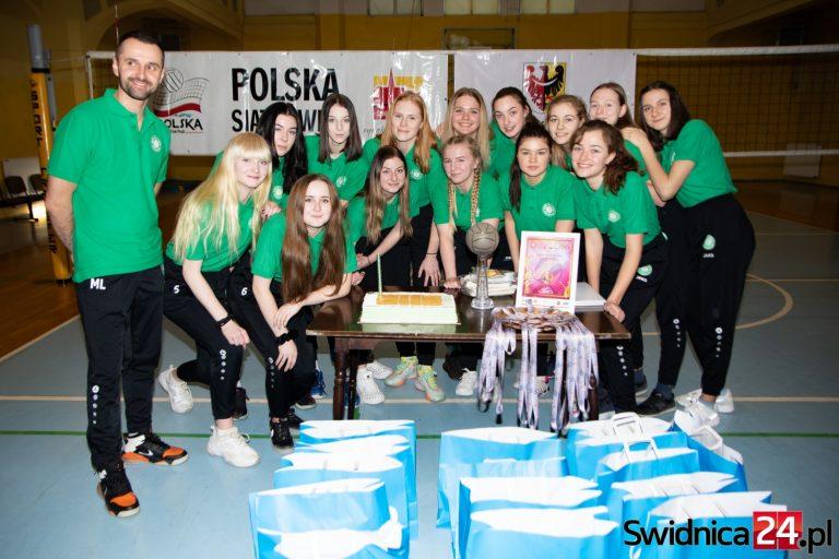 Brązowe medale już na szyjach młodych siatkarek Polonii Świdnica! [FOTO]