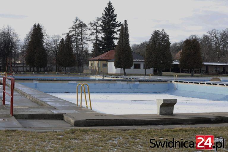 Modernizacja letniego basenu w zainteresowaniu prokuratury i CBA