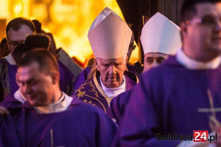 Biskup świdnicki świętując rocznicę ingresu: życie ludzkie jest dziś zagrożone przez koronawirusa, aborcję i eutanazję