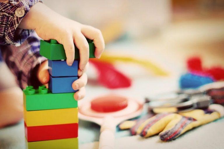 Co z zasiłkami na czas opieki nad dziećmi? Dolnośląski ZUS wyjaśnia
