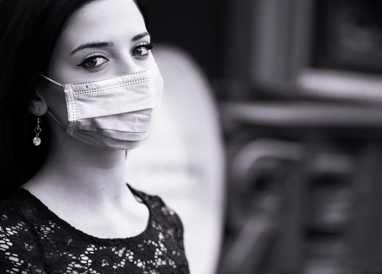 Zmarły kolejne osoby, 2347 chorych na Covid-19