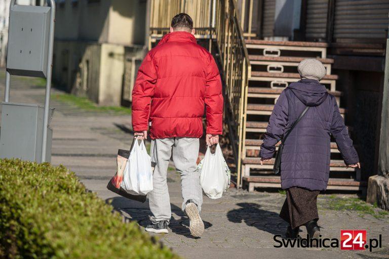 Żarowski Ośrodek Pomocy Społecznej apeluje o wspieranie seniorów i osób potrzebujących