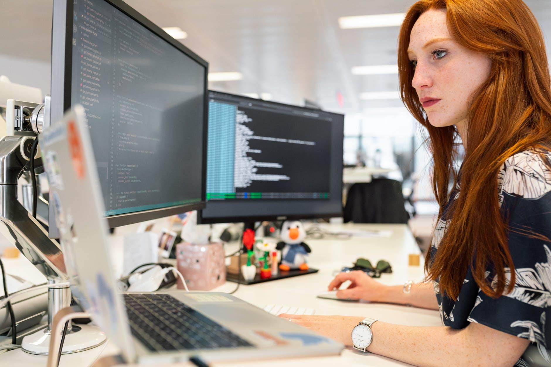Systemy informatyczne dla firm, program do zarządzania Unit4