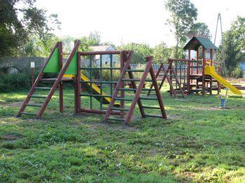 Boiska, place zabaw, teren przy szkołach. Zakazy w gminie Jaworzyna Śląska