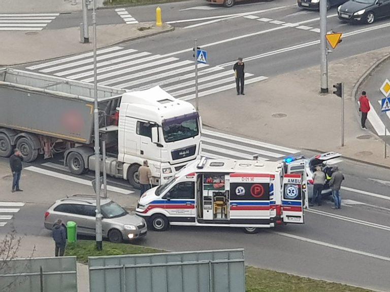 Ciężarówka potrąciła kobietę