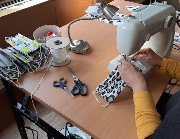 Pracownicy Miejskiego Domu Kultury w Świebodzicach szyją maseczki